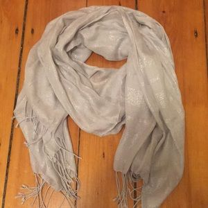 Accessories - Silver shimmery scarf